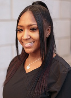 Dental assistant Shania